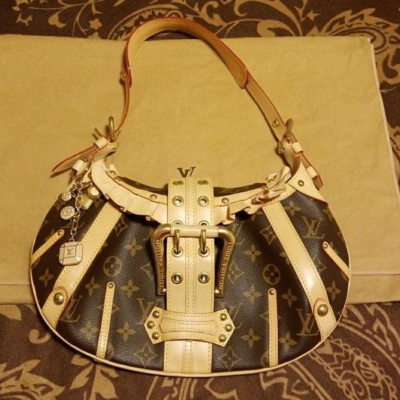 Louis Vuitton Handbags - Louis Vuitton Limited Edition Leonor Purse c845dde9e11fd